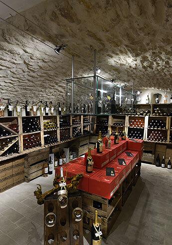 un-coin-de-jardin-briand-boutique-la-cave-vins-du-luberon